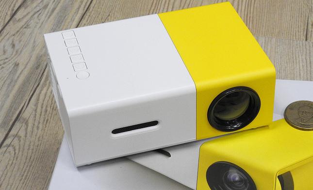 YG300 手機大小 投影機13