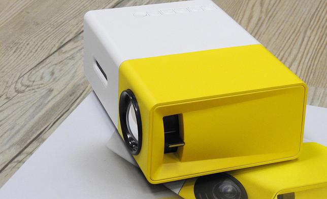 YG300 手機大小 投影機12