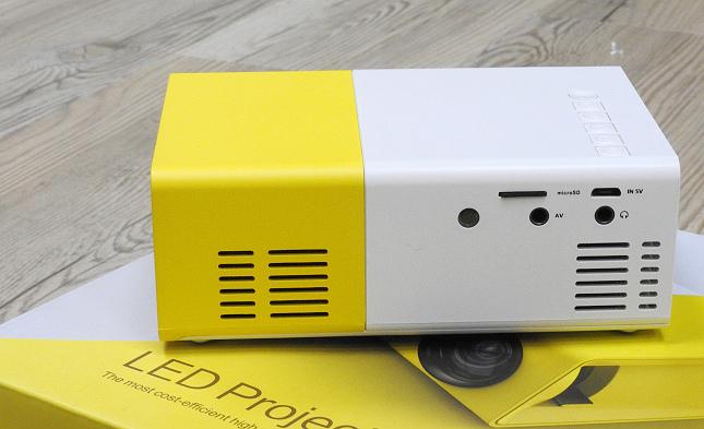 YG300 手機大小 投影機11
